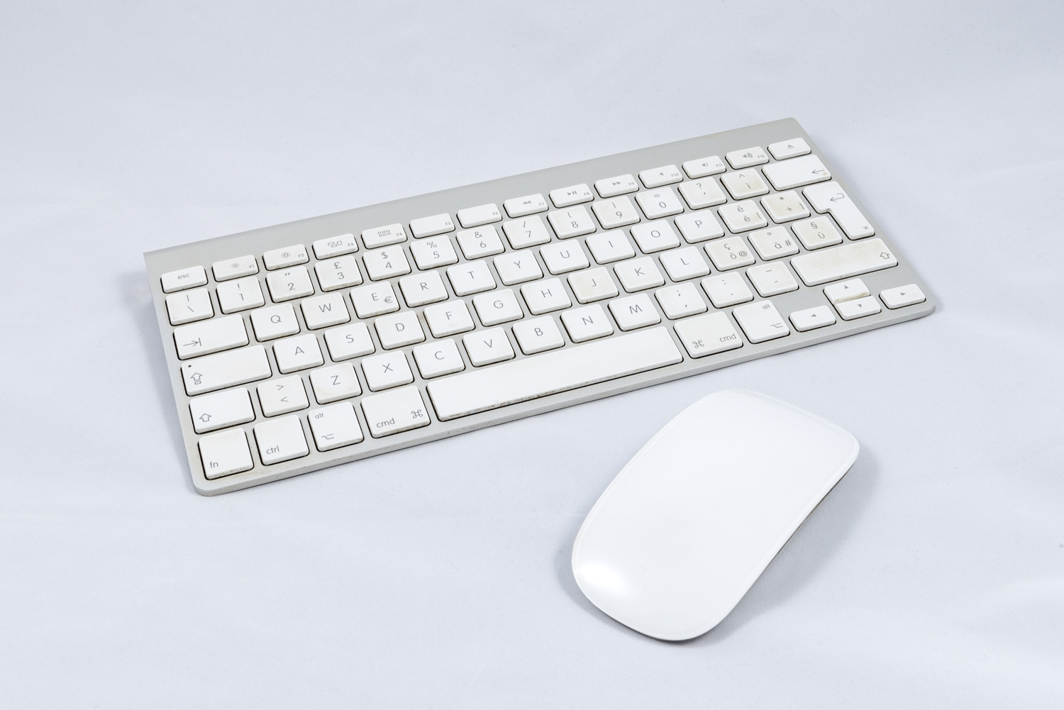 White wireless computer keyboard and mouse