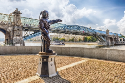 """Diver's monument on Pushkin Embankment in central Moscow, Russia - <a href=""""https://marcorubinophoto.com/product/divers-monument-on-pushkin-embankment-in-central-moscow-russia-2"""">BUY NOW</a>"""