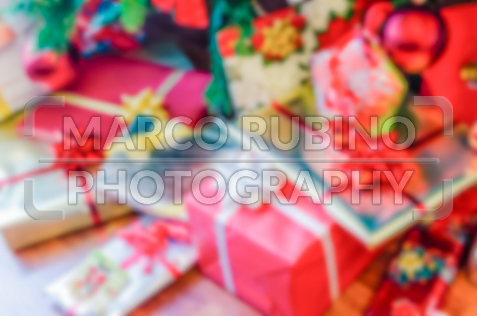 Defocused background of Christmas gifts with red packages - Marco ...