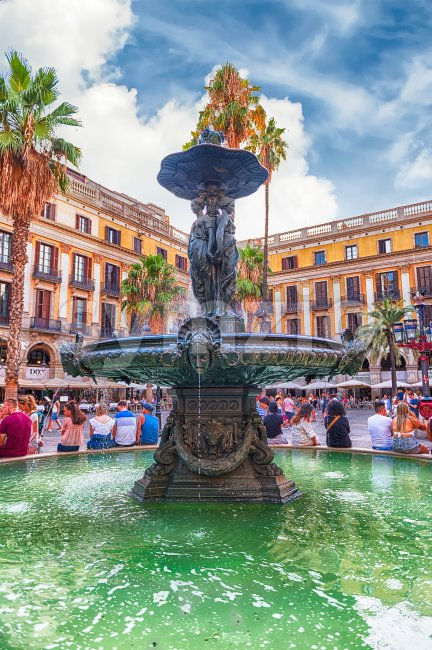 BARCELONA - AUGUST 8: Scenic fountain in Placa Reial, sightseeing and iconic square of the Gothic Quarter in Barcelona, Catalonia, ...